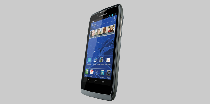 Day #1 of $500 Gift A Day Giveaway: Motorola Razr V + BlueTooth!  (CLOSED)