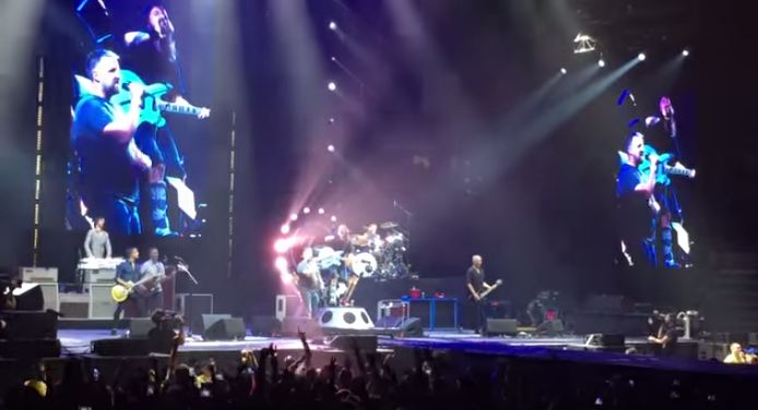 Watch an Edmonton man randomly get invited to sing with the Foo Fighters and blow them away!